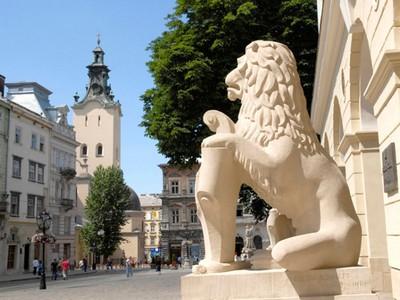 Как выглядят вывески в Киеве и во Львове (фото)
