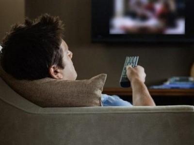 Длительный просмотр ТВ опасен для здоровья мужчины