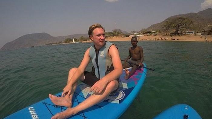 Турист оказался в коляске после купания в озере (фото)