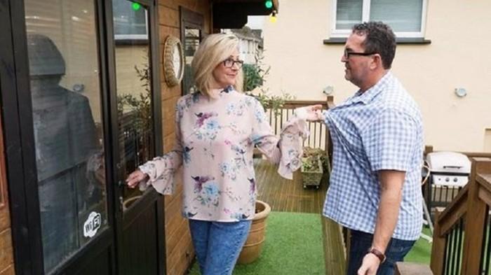 Британка построила во дворе паб, чтобы муж не уходил из дома (фото)