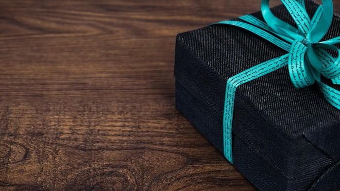 Что подарить мужчине: лучшие идеи правильных подарков
