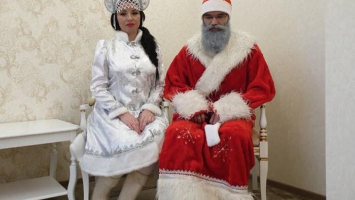 Очень обидно: Деда Мороза и Снегурочку отказались женить в ЗАГСе