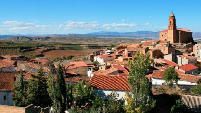 В Испании для спасения деревни ищут бармена