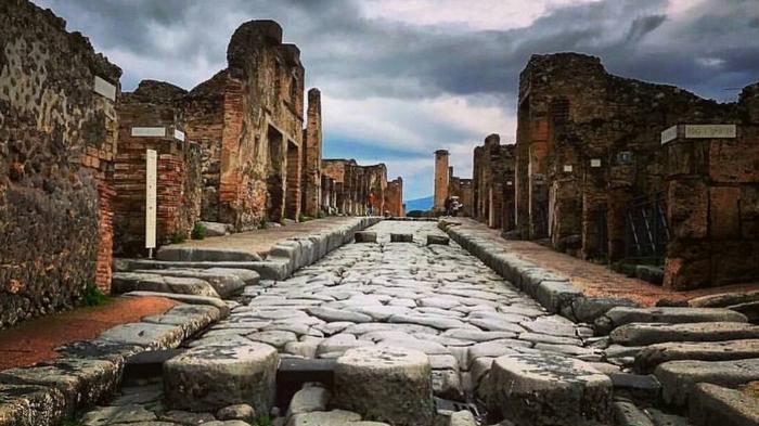 Канадка вернула проклятые артефакты, украденные ею в Помпеях 15 лет назад