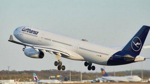 Спальное место в самолете. Lufthansa ввела опцию для пассажиров эконом-клас...