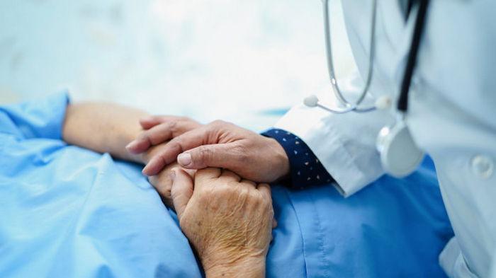 85-летняя испанка вернулась домой после смерти от коронавируса