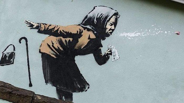 В Бристоле появилось новое граффити Бэнкси – мощно чихающая старушка: фото