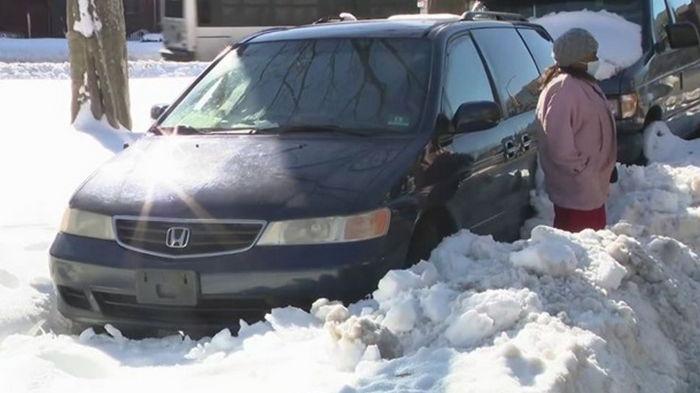 Американка пять дней провела в машине из-за снегопада