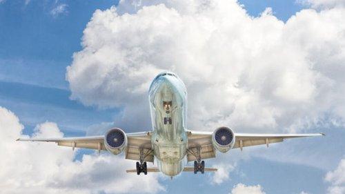 Подросток из Африки зайцем перелетел в другую страну на колесе самолета