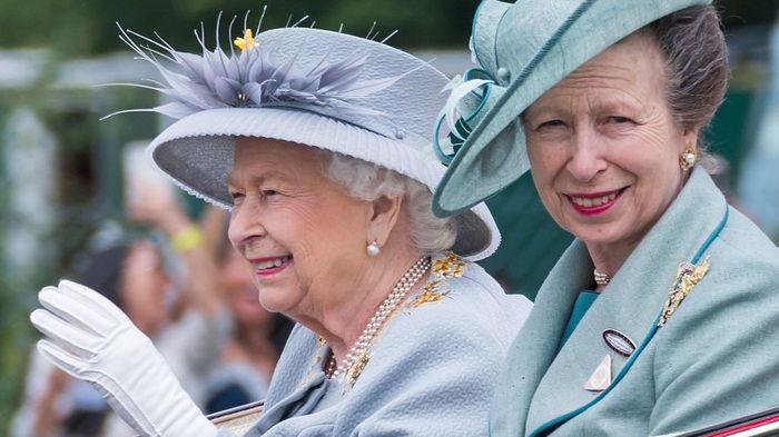 Кого Меган Маркл считает расистом в королевской семье: названо имя