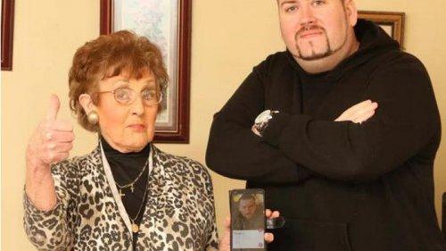 Старушка зарегистрировала одинокого внука в Tinder (фото)