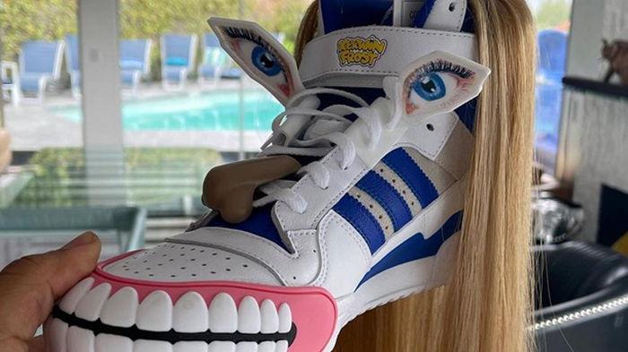 Американский комик создал безумные кроссовки (фото)