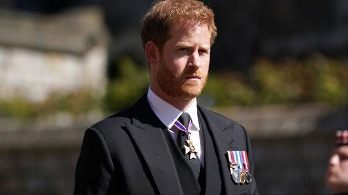 Друзья принца Гарри испугались упоминания в его мемуарах