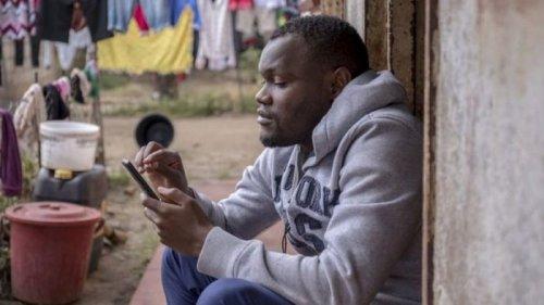 В Зимбабве учитель-самоучка организовал курсы подготовки к экзаменам в What...