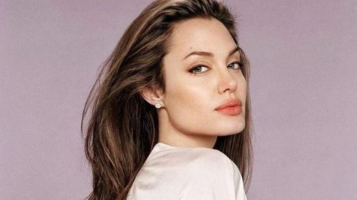 Анджелину Джоли застали на свидании с экс-супругом (фото)