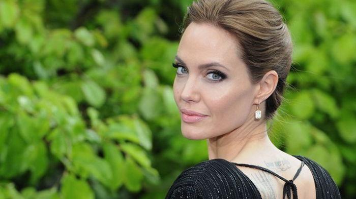 Джоли завела страницу в Instagram, чтобы рассказывать об Афганистане