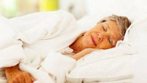 Американский врач описал простой способ уснуть