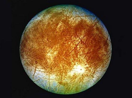 Астрономы обнаружили новые следы активных гейзеров на спутнике Юпитера