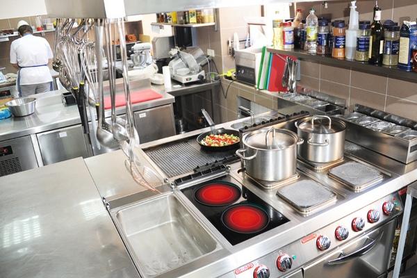 Какая посуда нужна для профессиональной кухни в первую очередь