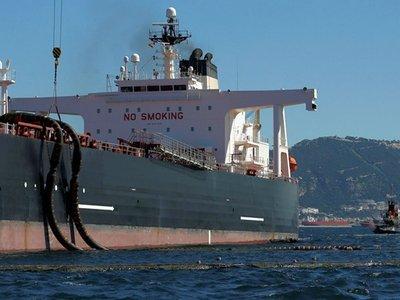 Первый танкер с иранской нефтью прибыл в Европу