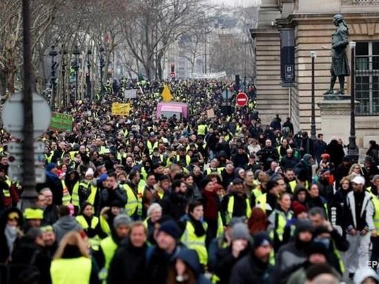 Макрон ответил на новые протесты «желтых жилетов»