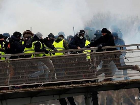 «Желтые жилеты» возобновили протесты во Франции