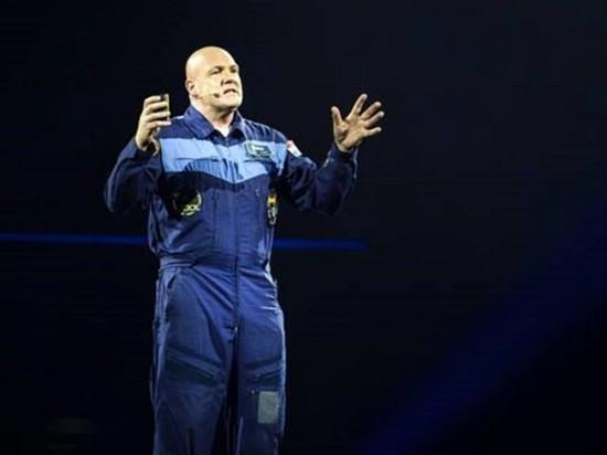 Космонавт случайно позвонил в службу спасения 911 из космоса