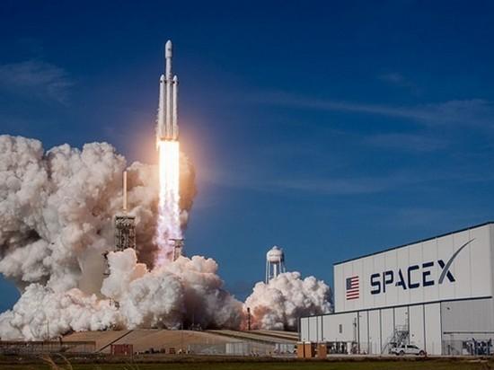 СМИ: Компания SpaceX уволит около 600 сотрудников