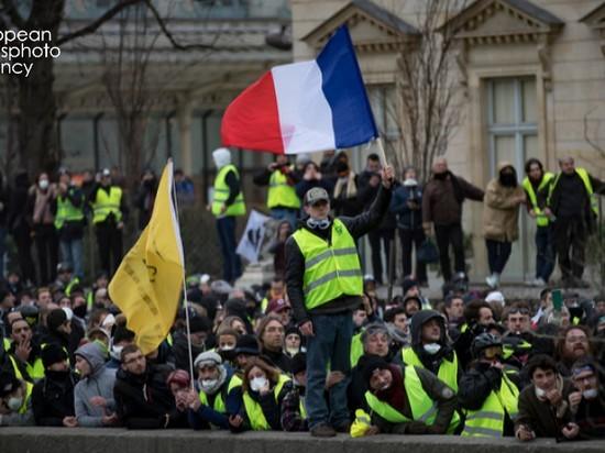 Париж заявил о поддержке «желтых жилетов» из-за рубежа