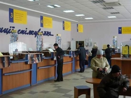 В Чернигове сотрудница Укрпочты деньги за коммуналку бросала на свои счета