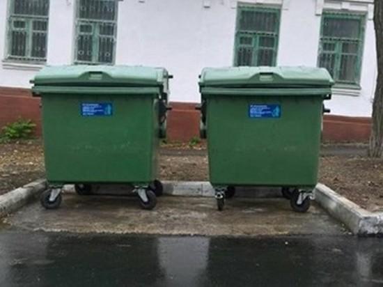 В Днепре жители выкрали мусорные баки и квасили в них капусту