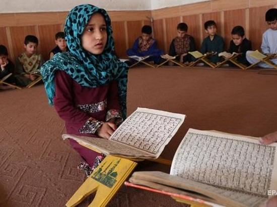 Более 600 млн детей в мире не умеют писать и считать — ЮНЕСКО