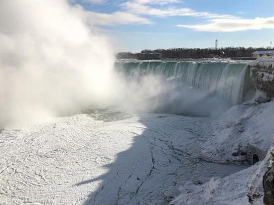 В США из-за холодов замерз Ниагарский водопад