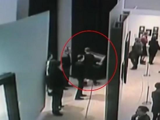 Кража картины в Третьяковке попала на видео