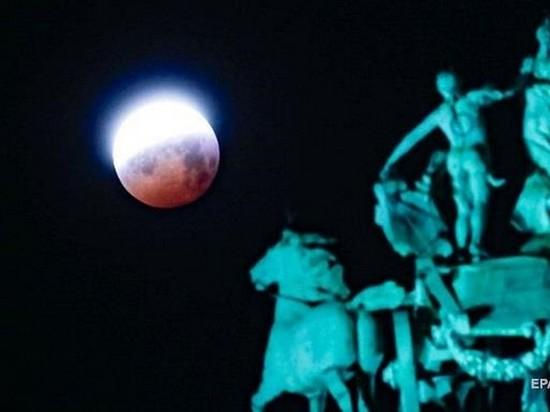 РФ намерена добывать полезные ископаемые на Луне