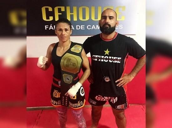 Чемпионка по боксу одолела напавшего на нее вора (видео)