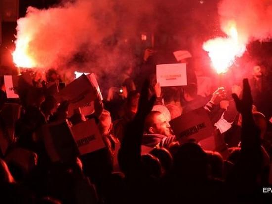 В Черногории требовали отставки президента