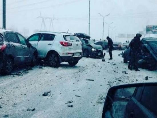 В Москве столкнулись около 40 автомобилей (видео)