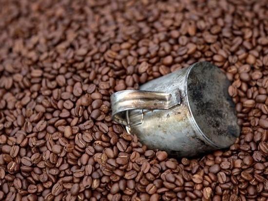 Во всем мире рекордно упали закупочные цены на кофе