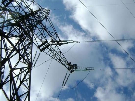Ахметов продает Украине электричество на 50% дороже, чем Венгрии — СМИ