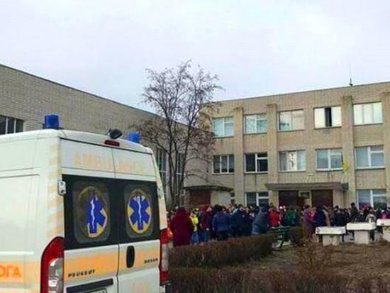 В Хмельницкой области распылили газ в школе, есть пострадавшие