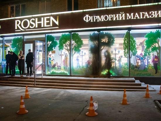 В Киеве попытались поджечь еще один магазин Roshen (видео)