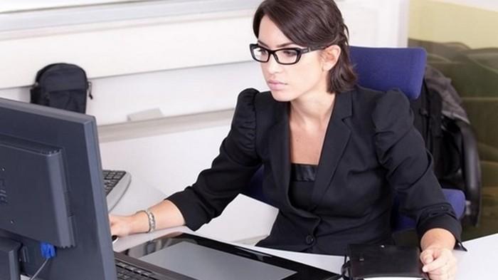 Ученые обьяснили, почему красивые женщины реже становятся начальниками