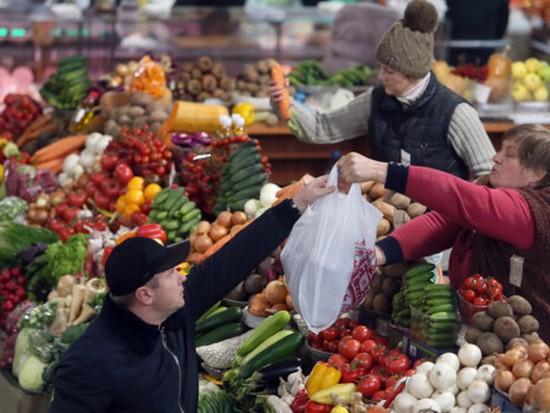 В Украине обвалились цены на яблоки, но подорожали овощи