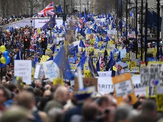 Британцы вышли на массовый марш из-за Brexit (фото)