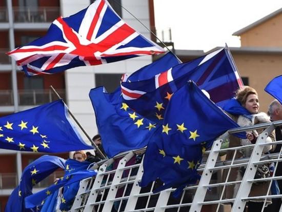 Перенос Brexit сказался на курсе доллара и фунта стерлингов