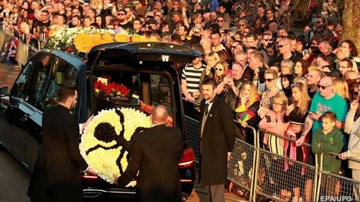 Фанаты The Prodigy проводили Кита Флинта в последний путь (видео)