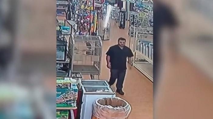 Американец украл питона, спрятав его в брюки (видео)
