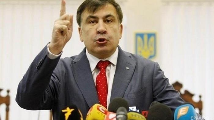 Саакашвили объяснил, почему жевал галстук