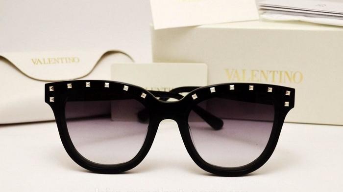 Солнцезащитные очки от Valentino